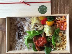 季節野菜の木箱弁当